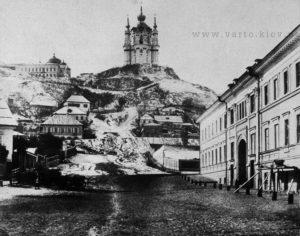 Вид на Андріївську церкву з Подолу