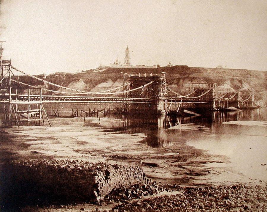 Будівництво ланцюгового мосту