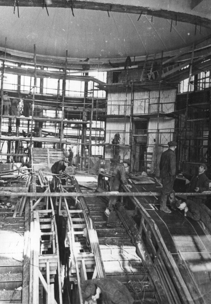 монтаж ескалаторів на станції Університет