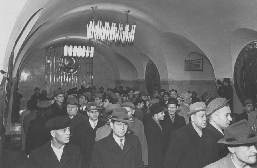 Перші пасажири на станції Вокзальна